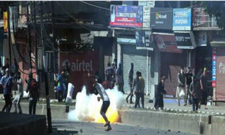 Central Kashmir: Two hit by pellets in Chadoora clashes