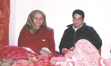 Inam visits mother of Shaheee Maqbool Bhat
