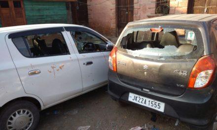Grenade lobbed by militants misses target in Pulwama