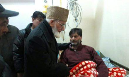 Hurriyat (G) chairman Syed Ali Geelani on Saturday visited ailing Jammu and Kashmir Liberation Front (JKLF) chairman Yasin Malik at SKIMS Soura.