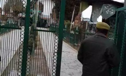 Militants attack police post in Central Kashmir, cop injured