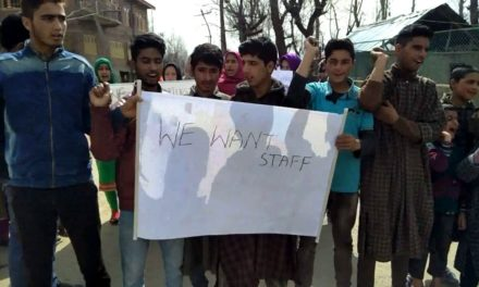 Students protest against non-availability of teachers in dasan Beerwha.