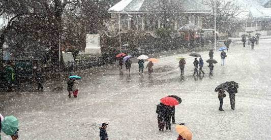 A fresh spell of rainfall lashed the plains of Jammu and Kashmir while the higher reaches received moderate snowfall on Friday.