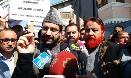 Police foils 'Shopain March'; detains Mirwaiz
