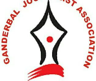 Ganderbal Journalist Association greet people on Shab-e-Me'raj