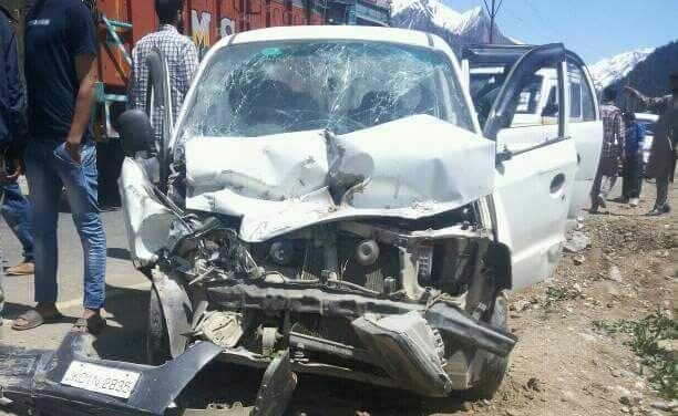 Five injured in road accident in Central Kashmir's Ganderbal