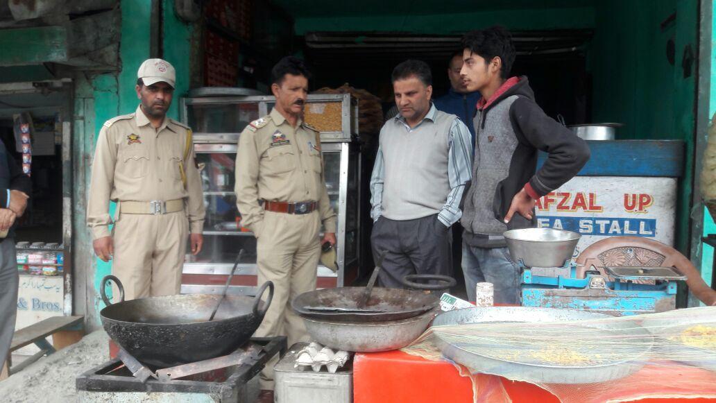 Market Checking Intensified At Kangan on the eve of Ramzan-ul-Mubarak