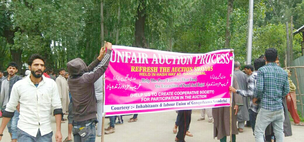 Labourers protest in Ganderbal against auction of minor mineral mining on lease