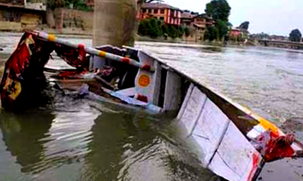 Two die after boat capsizes in Srinagar