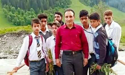 Students, Teachers, Friends Pay tribute to teacher Killed in Bandipora road accident
