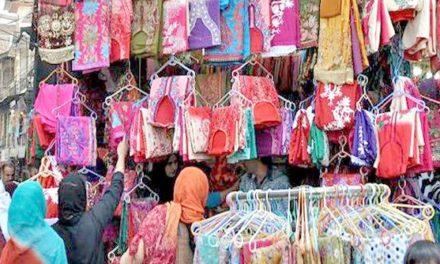 Kashmir valley dresses a festive look on Eidul-Azha, 'Markets across Valley abuzz with shoppers'