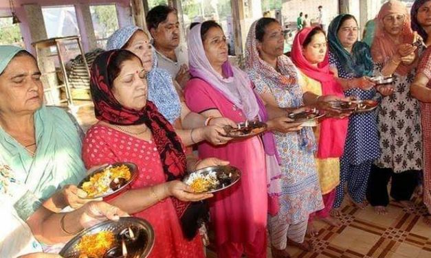 Amid volatile situation Kashmiri Pandits celebrate Navaratri in Srinagar