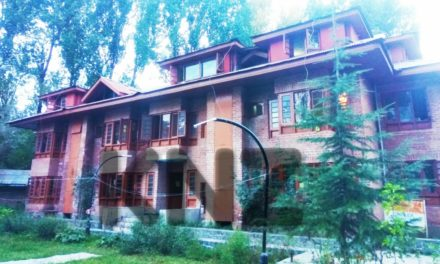PM package employees demand adequate accommodation In Ganderbal