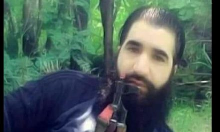 Thousands turn up for funeral of slain militant Sabzar Sofi ; associates offer gun salute