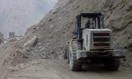JCB operator dies clearing Kashmir highway at Ramban