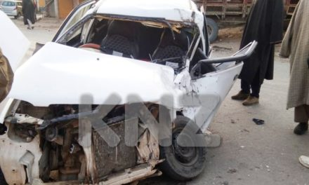 Three injured in road accident in Ganderbal