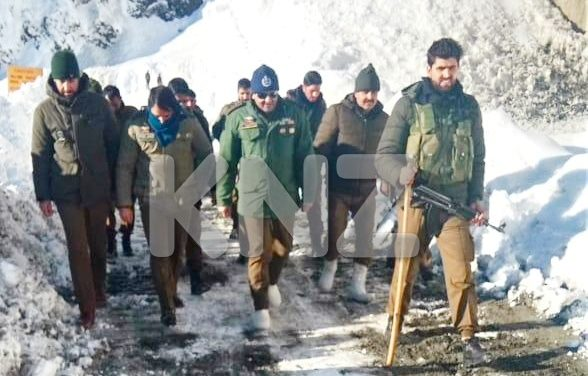 SSP Ganderbal Mr Khalil Poswal visits Zojila to inspect snow clearance