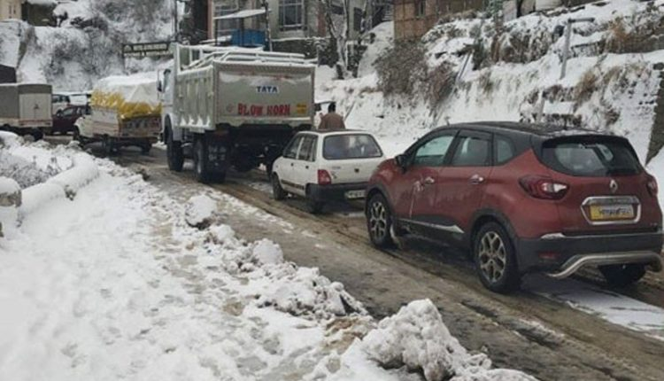 Only stranded traffic allowed on Jammu-Srinagar highway