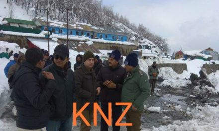 SSP traffic Kashmir visits Jawahar Tunnel Takes stock of snow clearance
