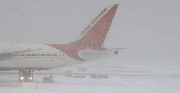 Intermittent snowfall in Kashmir hits flight operations at Srinagar airport