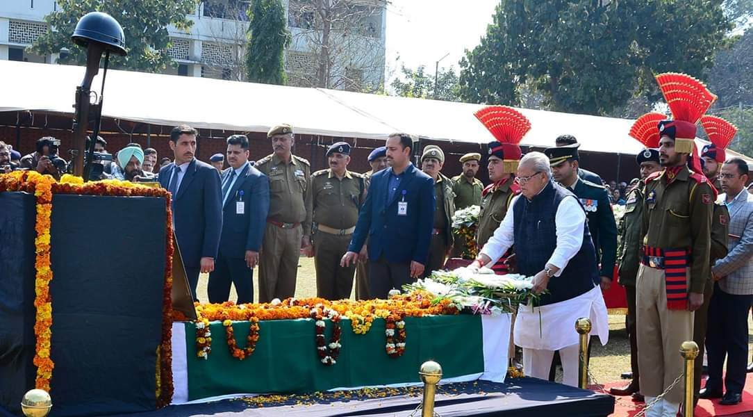 Governor pays homage to Dy. S.P Aman Thakur