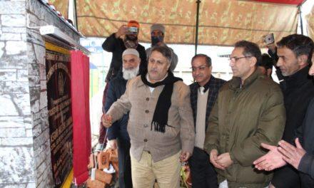 Asgar Samoon lays foundation of HDO at Kangan