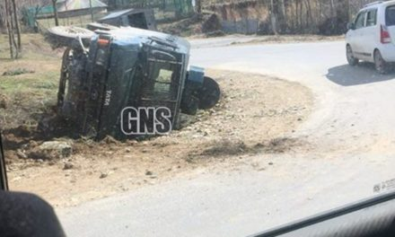 Six Policemen, 2 Prisoners Injured As Vehicle Carrying Prisoners Over Turns In South Kashmir