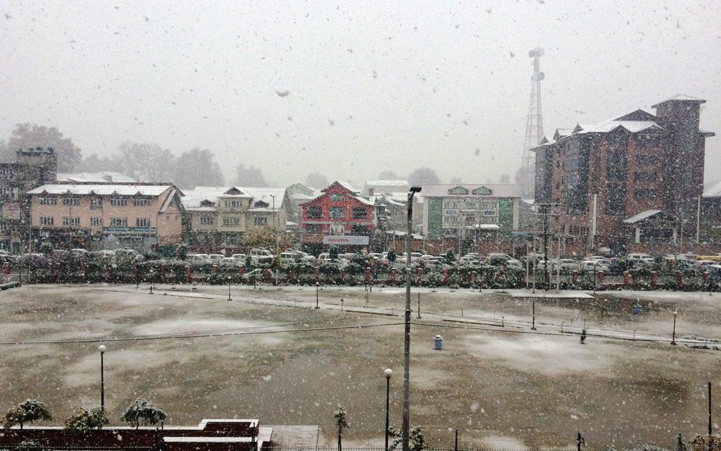Rain, snow lash Jammu and Kashmir   Srinagar