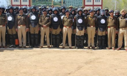 DGP interacts with police personnel at Handwara, reviews arrangements for polls