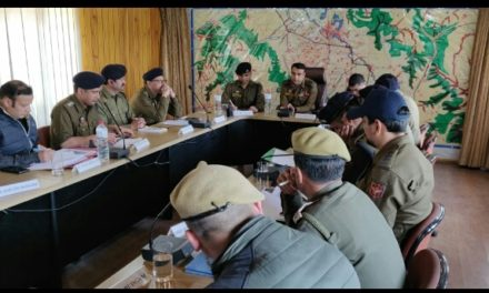 IGP KASHMIR VISITS BUDGAM, CHAIRS A MEETING TO REVIEW POLL PREPAREDNESS