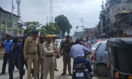 Srinagar police launches drive against wrong parking and encroachment