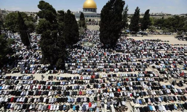 Despite restrictions by Israel, 1,80,000 Muslims offer prayers at Al-Aqsa on first Friday of Ramazan