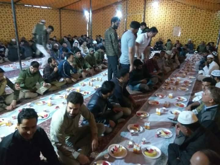 """Ganderbal Police Organised """"Iftar Party"""" In District Police Line Ganderbal"""