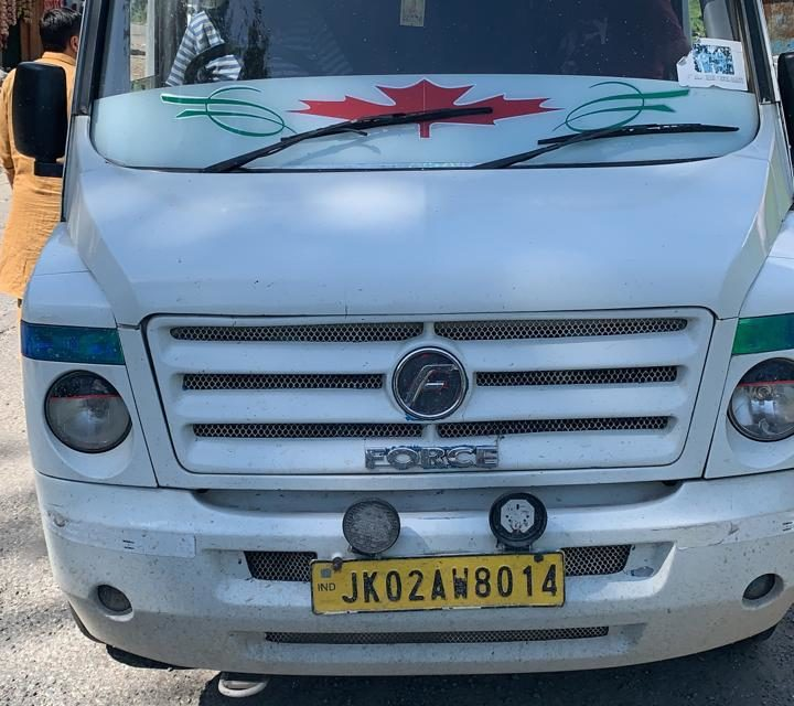Vehicle Carrying Yatries Seized On Mugal Road For Defying Govt Order