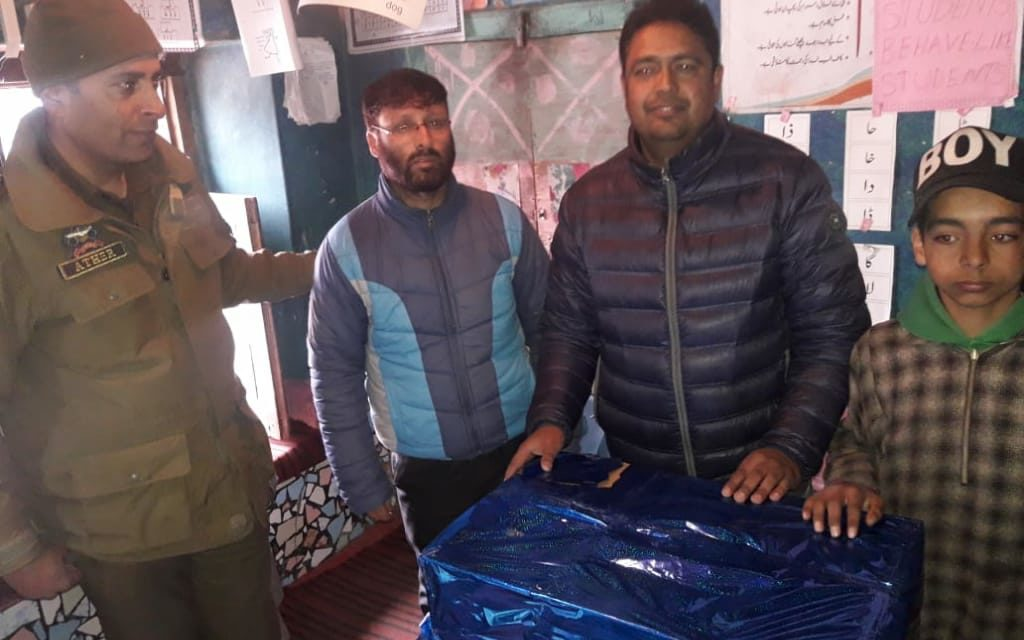 Budgam police donates computer system to Government school