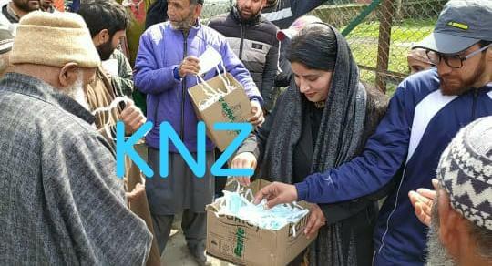 BJP senior leader distribute free face masks at Trauma hospital Kangan