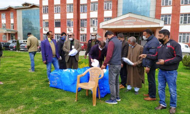 Anjuman Sheri Sheyan Jammu Kashmir donates 120 essential kits for doctors and 10 kits for media in Ganderbal